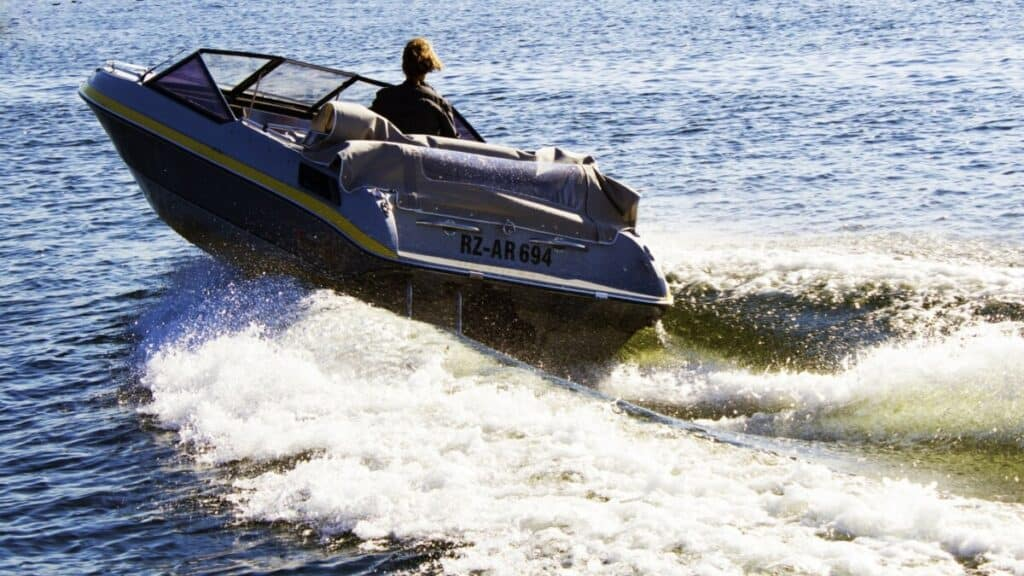 Why Does My Boat Vibrate? Troubleshooting in Minutes